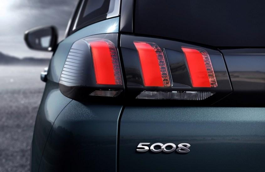 Peugeot 5008 interni: ergonomia e grande comodità