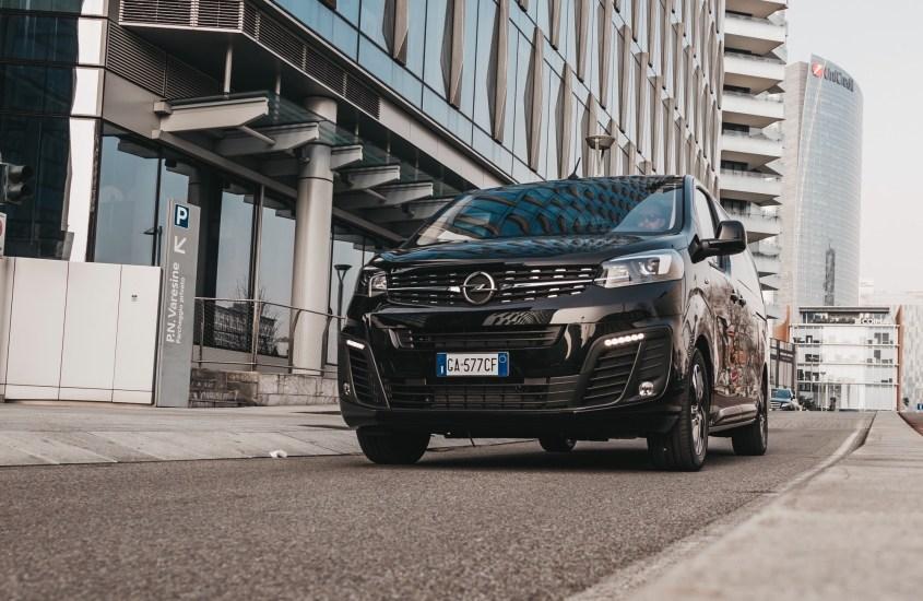 Opel Zafira Life: monovolume dal look automobilistico