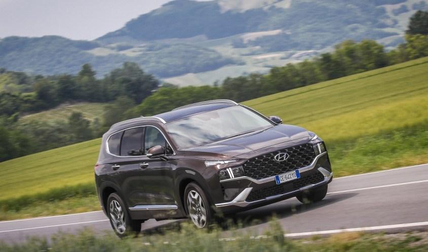 Nuova Hyundai SANTA FE Plug-in Hybrid in strada
