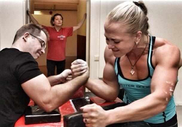 Träna dig till starka armar med Sarah Bäckman