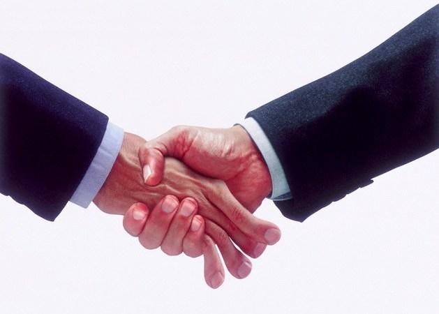 Fast handslag med starkt grepp