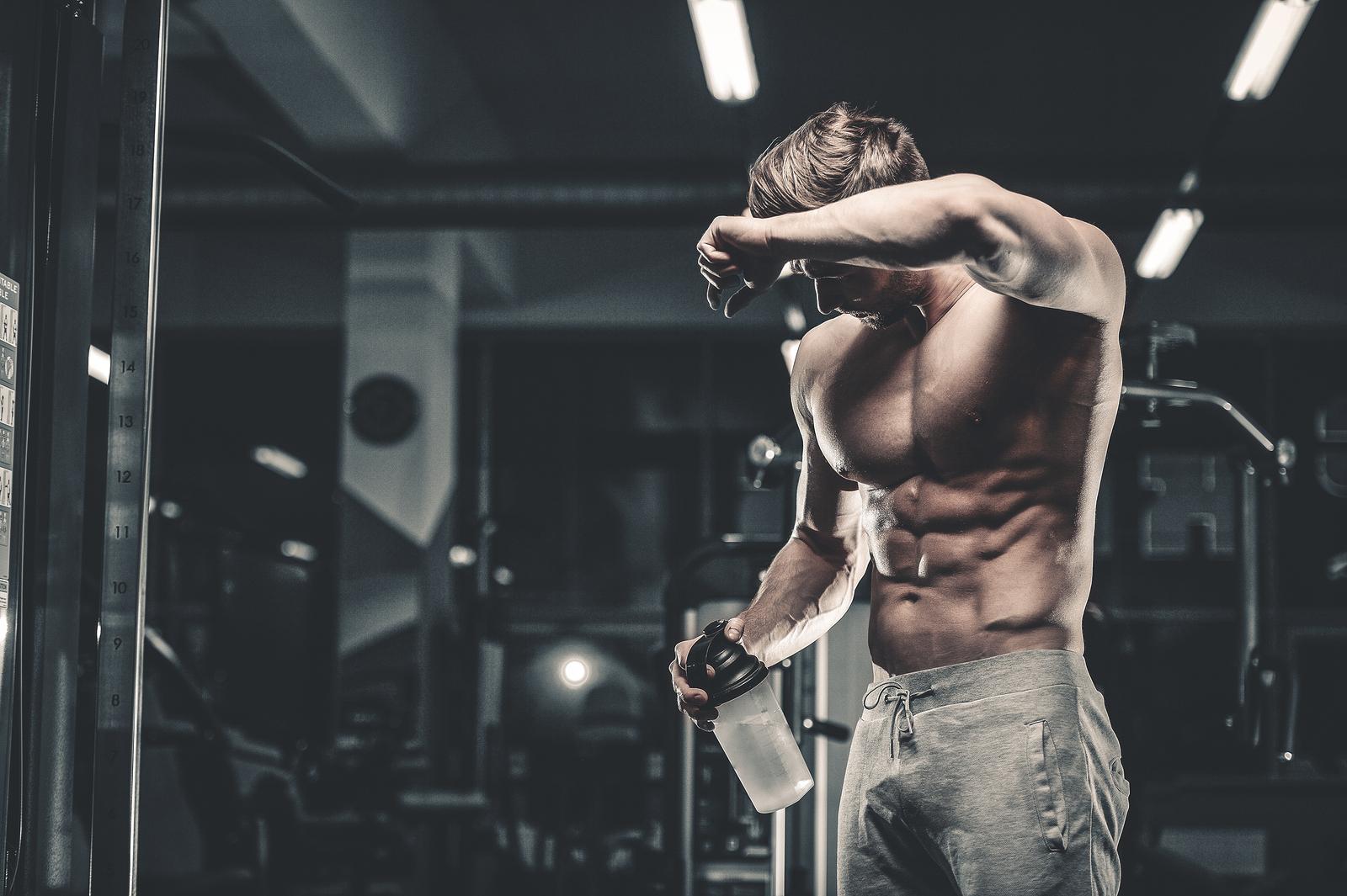 Man tränar för att bygga muskler snabbt