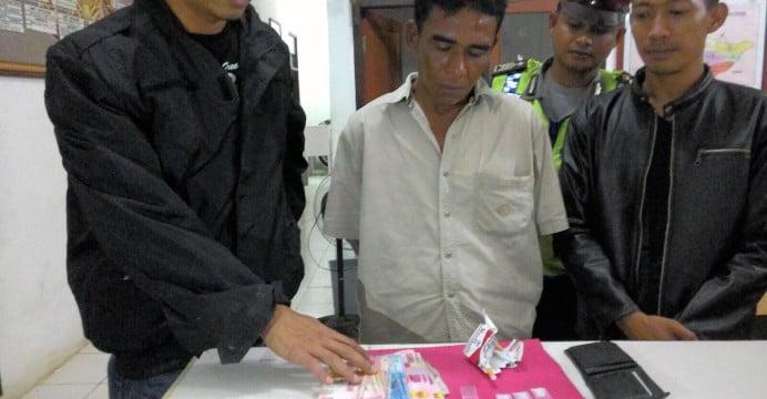 Kakek – kakek Pengedar Sabu, Diringkus Polisi di Wisma Pangkalan Lesung