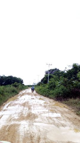 Jalan Desa Sering Berlumpur, Warga Beraktivitas Terganggu