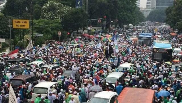 Foto: Massa Aksi Damai 112 di Depan Stasiun Gambir/Foto: Abdul Haris