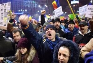 demonstran-rumania-bersumpah-gelar-aksi-sampai-perdana-menteri-mundur-Ez5QR6qE8j