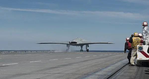 Navy-X-47B-takes-off-from-USS-Bush-web_130514-N-FU443-745