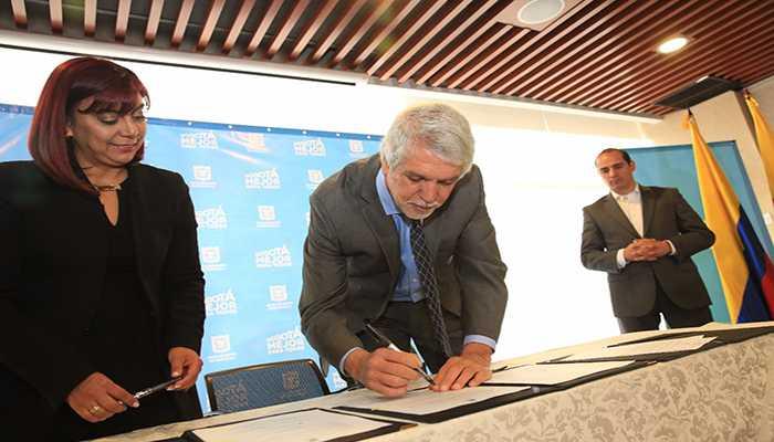 Nuevo acuerdo laboral beneficiará a más de 20.000 empleados del Distrito