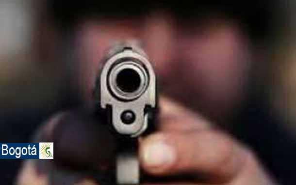 Luego de que la policía le solicita una requisa a un hombre, este enfurece les dispara en repetidas ocasiones
