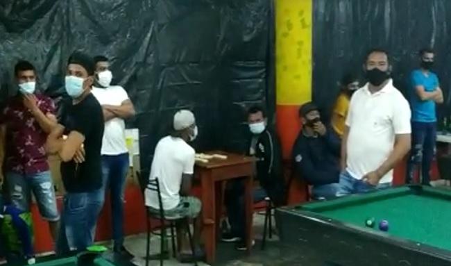 ¡Increíble! descubren 30 personas que jugaban en un billar violando el toque de queda en Suba