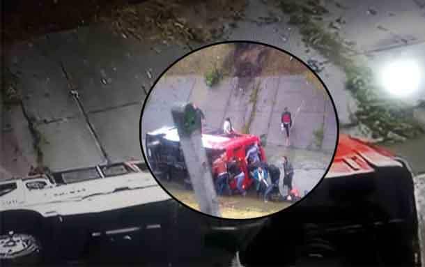 Bus del SITP cayó a canal de aguas negras, al menos 20 personas están heridas