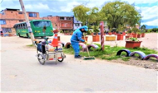 Inicia campaña de Área Limpia para que la gente no bote basura en las calles y parques en Suba