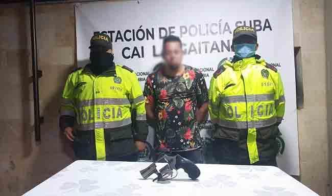 Sujeto que llevaba arma traumática fue capturado en el barrio Santa Cecilia en Suba