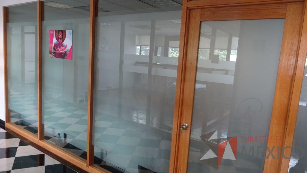 Lote 053 Cancel De Madera Con 2 Hojas De Vidrio Y Una Puerta De Vidrio Con Marco De Madera