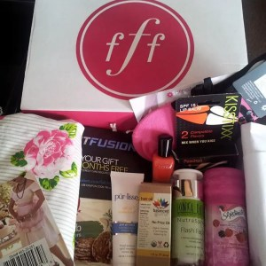 fabfitfun apron pur-lisse balance hair oil kisstixx zoya nails sonya flash facial skintimate