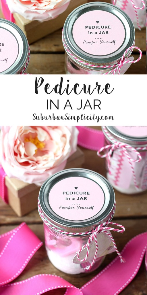 This Pedicure in a Jar is the perfect DIY gift! Give it to mom for Mother's Day or as a party favor for bridal and baby showers. Either way it's a pampering treat. | Free Printable