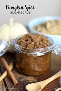 This easy Pumpkin Spice Brown Sugar Scrub is a must make DIY! Not only does it smell amazing, it smooths and exfoliates your skin for pennies. | DIY Body Scrub | Homemade Gift Idea