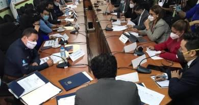 Diputados del congreso de Guatemala citan a personal del ministerio de desarrollo por que personas fallecidas reciben el bono de mil quetzales.