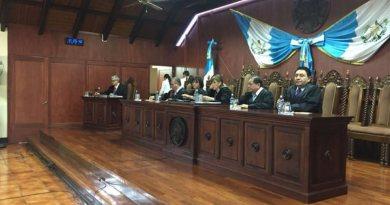 Magistrados de la Corte de Constitucionalidad de Guatemala dictando una resolución ilegal
