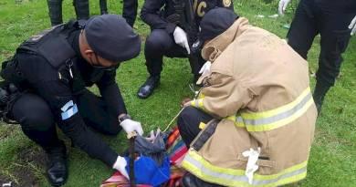 recién nacido abandonado yrescatado por los bomberos en Chicacao