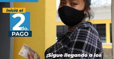 Imagen de guatemalteca recibiendo el segundo pago del bono familiar, ayuda que el gobierno de Guatemala le da a los ciudadanos por la pandemia