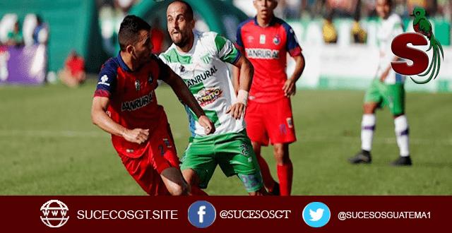 Jugadores Guatemaltecos jugan futbol, de los equipos Municipal y Itzapa
