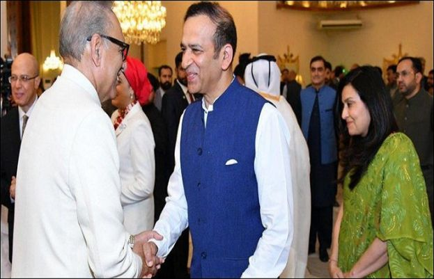 Indian high commissioner meets president Alvi extend Eid greetings