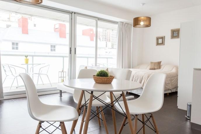 Apartemento amoblado con balcon superior comedor
