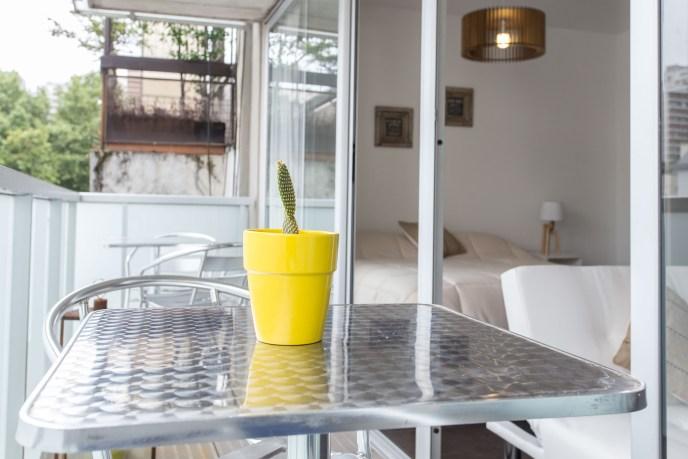 Apartemento amoblado con balcon superior mesa balcon