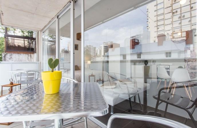 Apartemento amoblado con balcon superior balcon