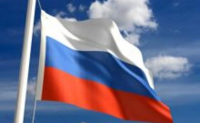 مذيعة تسخر من فشل الموسيقات العسكرية في عزف السلام الوطني الروسي