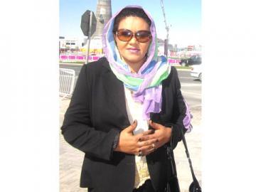 المذيعة ميرفت حسين تطمئن جماهيرها على صحتها