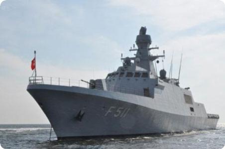 سفينة حربية تركية ترسو بميناء بورتسودان