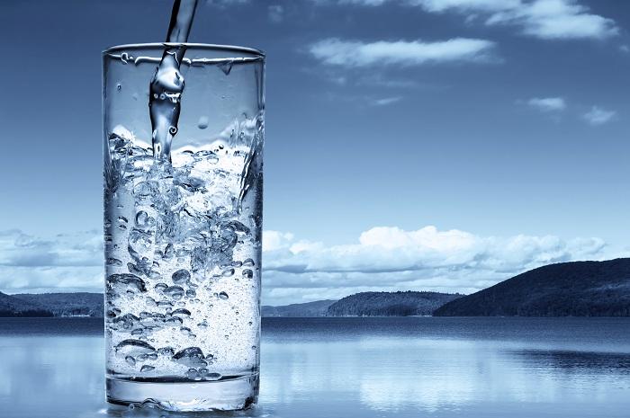 هل المياه المعدنية أفضل من مياه المواسير النقية ؟