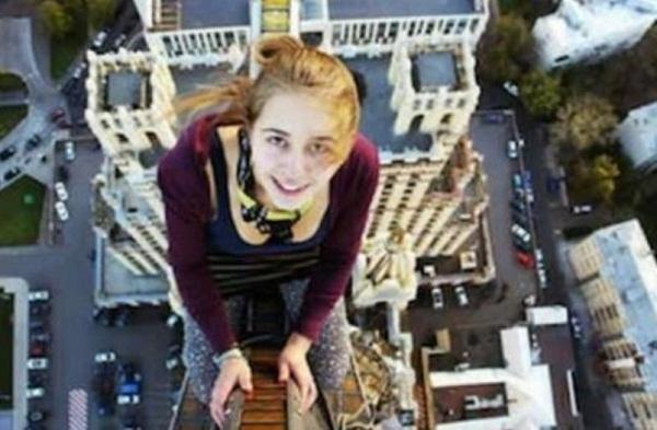 """الشرطة الروسية تلاحق مشاركين في مسابقة لالتقاط صور """"سيلفي"""" مع موتى"""