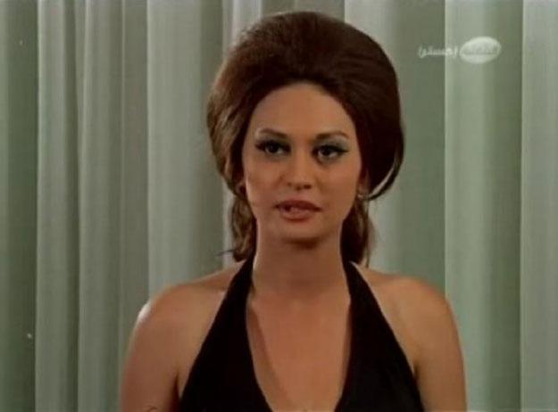 ممثلة إغراء مصرية معتزلة تهدّد منتقديها بالضرب !