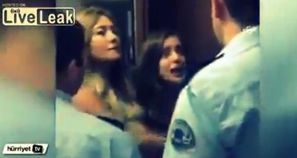 بالفيديو: شاهد ماذا فعلت فتاة مع ضابط تركي أثناء محاولته إقتيادها لقسم الشرطة
