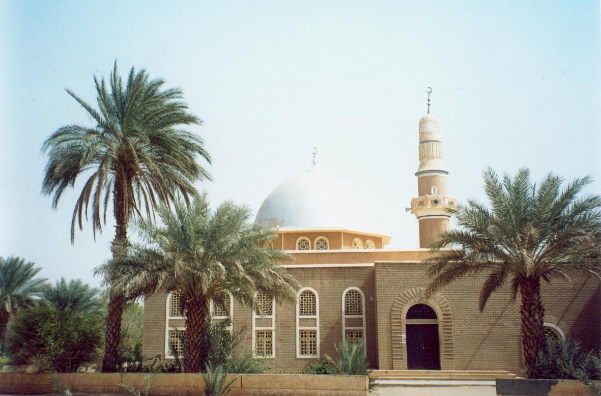 إمام مسجد يؤذن قبل المغرب بدقائق ويبطل صيام أهل حي سلبونا ببورتسودان !