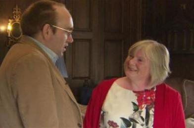 بريطانية تستمع لنبضات قلب ابنها بعد 23 عاماً من وفاته