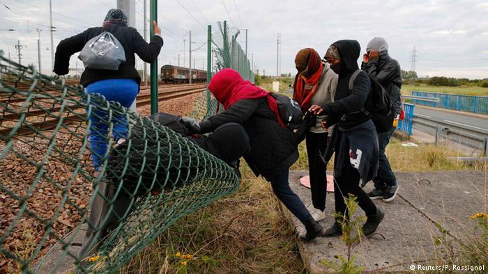 لاجئو كاليه ومأساة عبورهم عبر نفق يوروتونيل