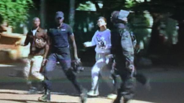 """بعد العثور على 18 جثة في الفندق""""القاعدة"""" تعلن مسؤوليتها عن هجوم فندق راديسون في مالي"""