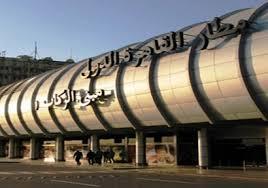 راكب سودانى يخلع ملابسه ويحاول طرد الركاب من مطار القاهرة