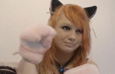 فتاة تؤمن بأنها قطة وتطارد الفئران