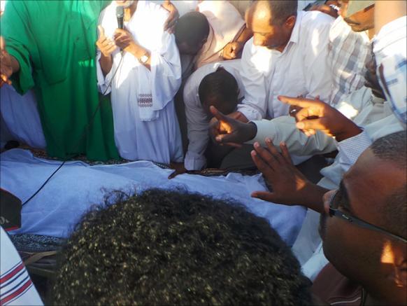 قلوب السودانيين تتآلف في تشييع الترابي