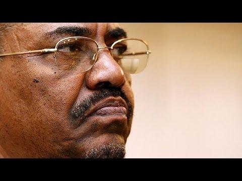 البشير يُحمِّل حركات دارفور مسؤولية معارك جبل مرة