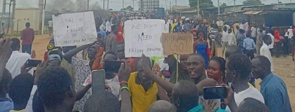Protesters in South Sudan capital Juba demanding Kiir's resignation following clashes at Gumbo Sherikat on June 3, 2020. [Photo by Sudans Post]
