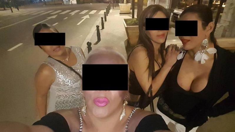 Selfie de présumées prostituées du quartier Alhambra ; leur présumé proxénète est sur le tricycle !