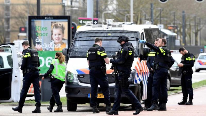 Fusillade dans un tram à Utrecht: la frontière avec la Belgique surveillée (vidéo)
