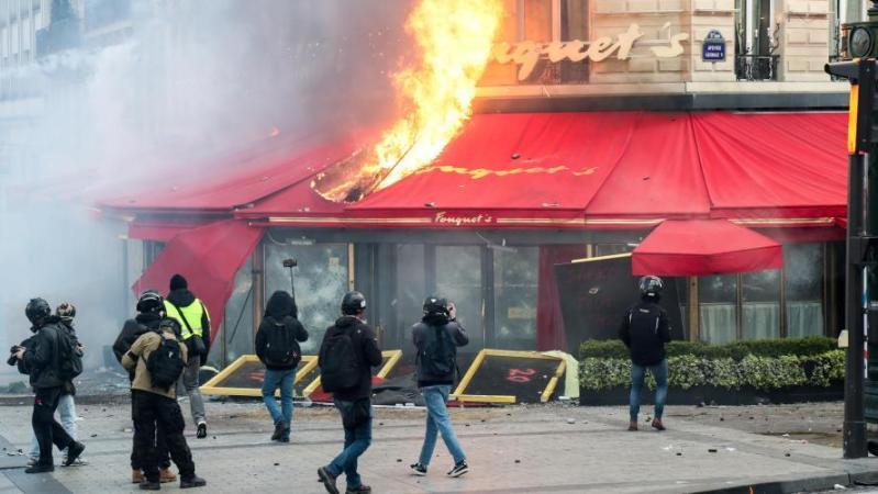 Gilets jaunes: 23 peines de prison ferme ont été prononcées après le saccage des Champs-Élysées