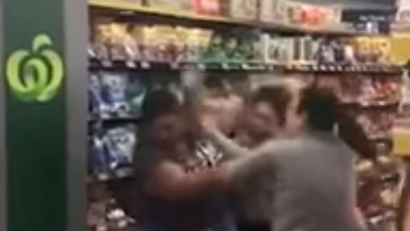 Coronavirus: la situation dégénère dans le rayon du supermarché en Australie… pour un rouleau de papier toilette (vidéo)